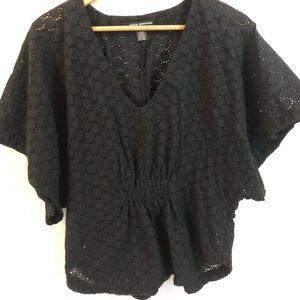 💕  Club Monaco knitted V neck shirt